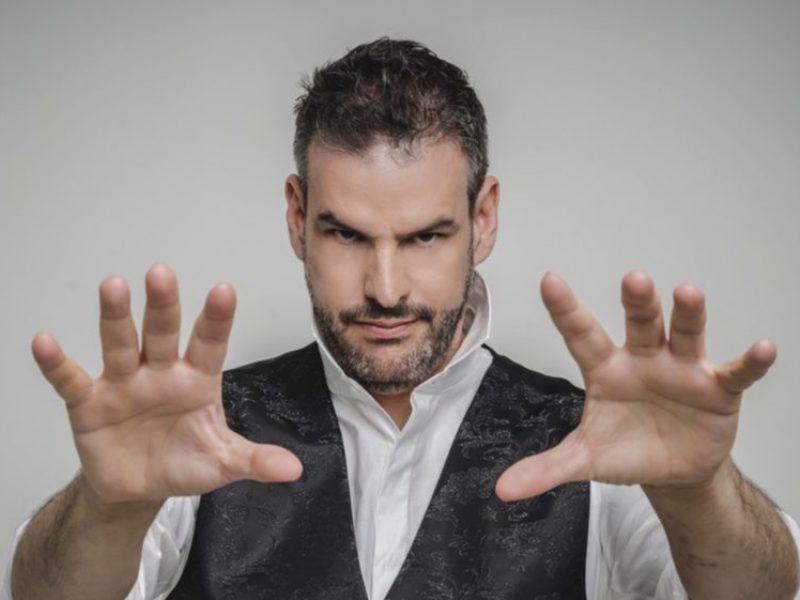 Jorge-Astyaro-en-el-Teatro-Isabel-la-Catolica-en-Granada-